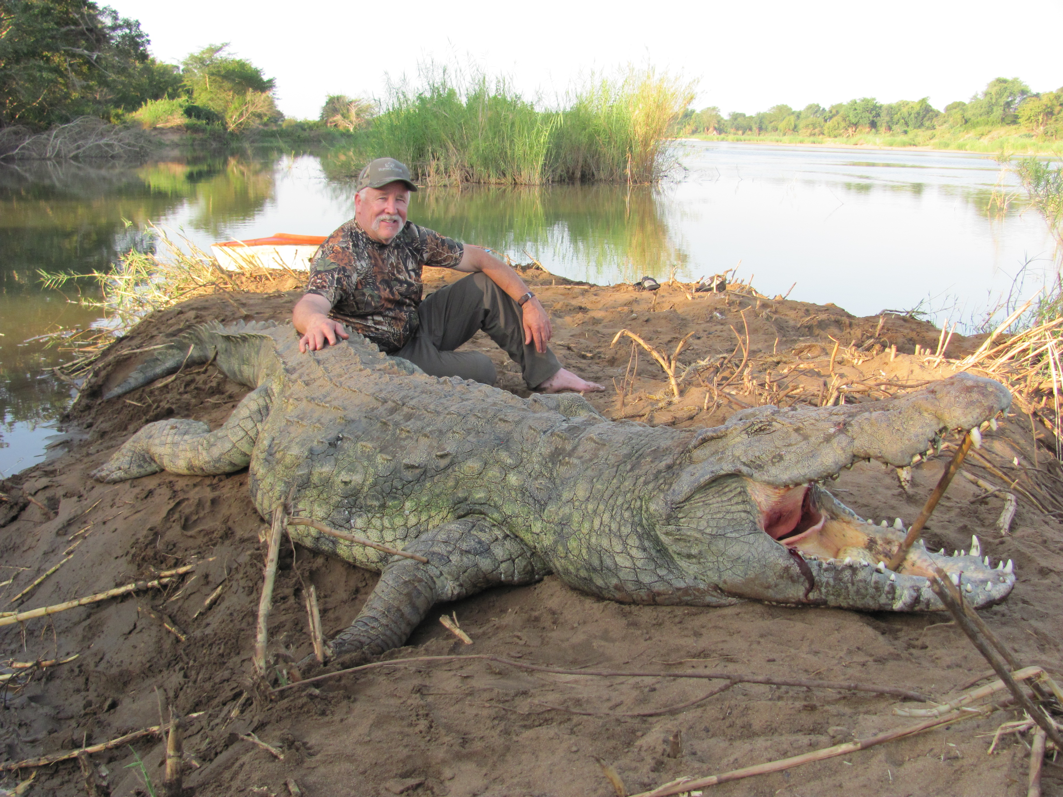 Crocodile eating man alive - photo#12